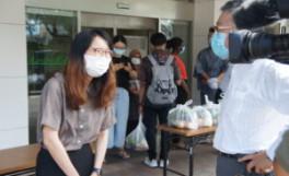 高松東ライオンズクラブ様から留学生に季節の野菜を贈呈